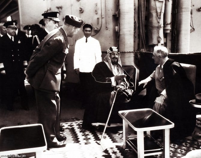 لقاء كوينسي التاريخي بين الملك عبدالعزيز والرئيس الأميركي فرانكلين روزفلت.