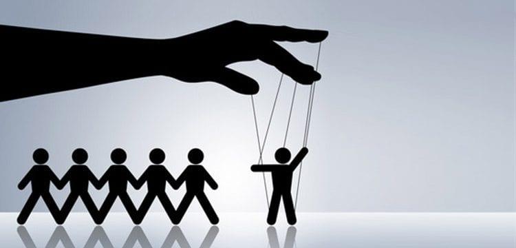 صناعة الأقليات