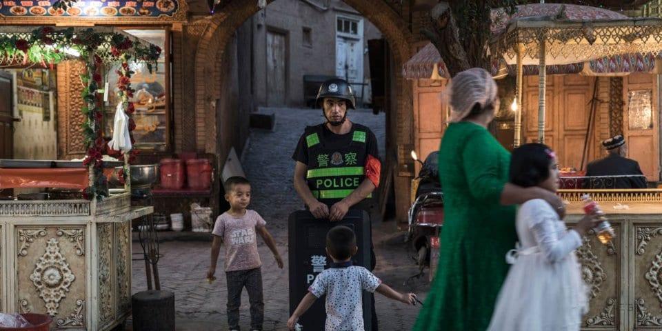 لماذا لا يحرّك العالم الإسلامي ساكنًا ضد سياسات القمع ومحو الهوية  للمسلمين في تركستان الشرقية؟ 9